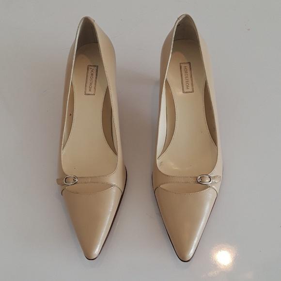 e932ffe79d7d2 NORDSTROM women pointy toe shoes. M 5b4f56666a0bb7de1133223c